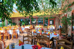 """Wintergarten Restaurant im AKZENT Hotel """"Zur Grünen Eiche"""" in Behringen"""